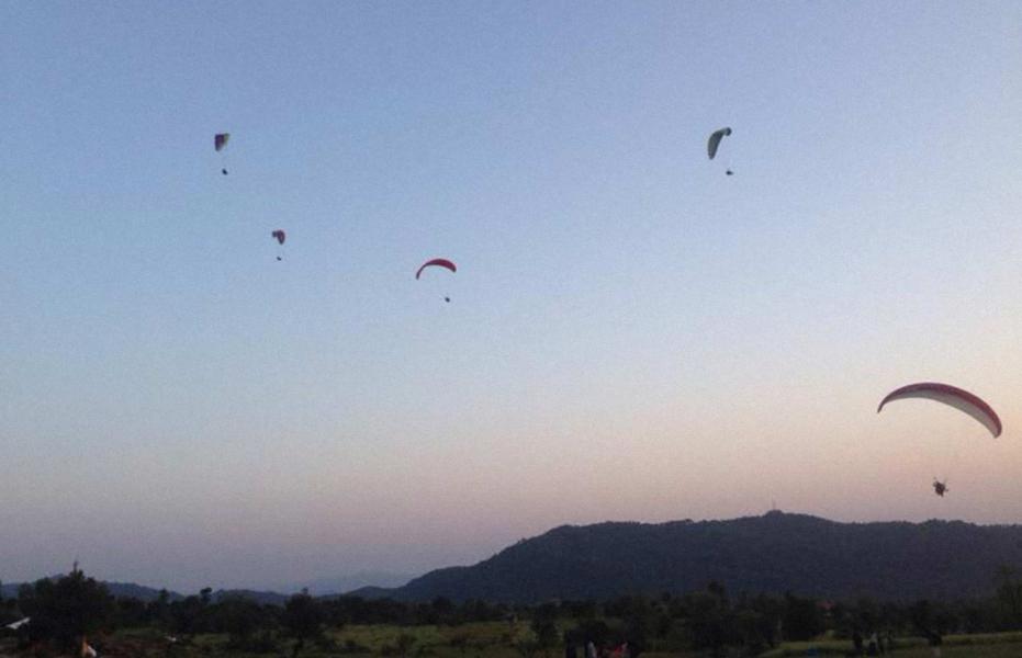 Trek and Tandem Paragliding in Bir Billing