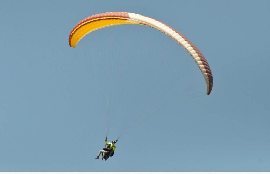 Short Tandem Paragliding in Bir Billing