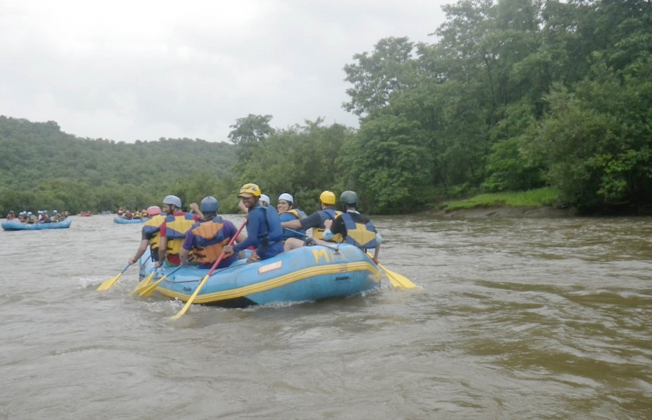 Weekday Rafting with Dorm Stay