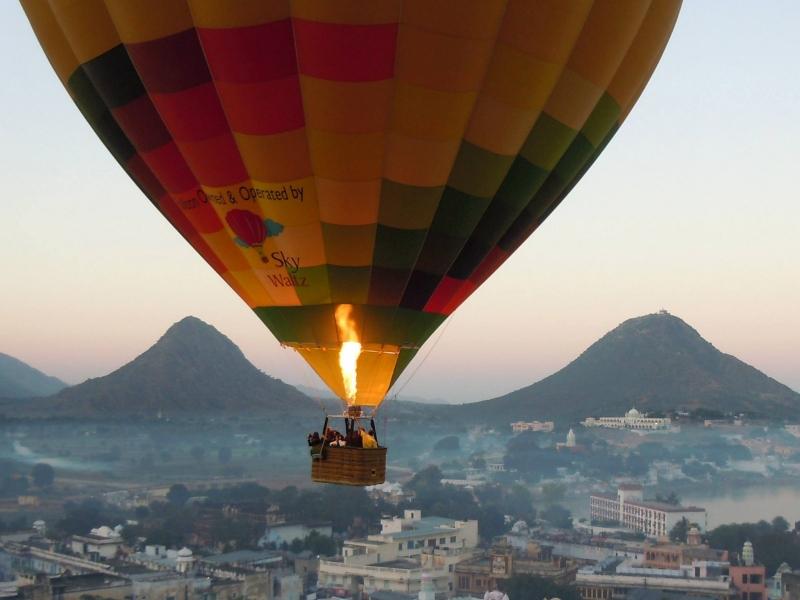 Special hot air ballooning in Jaipur