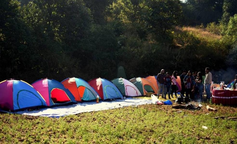 Lakeside camping in Bhandardara
