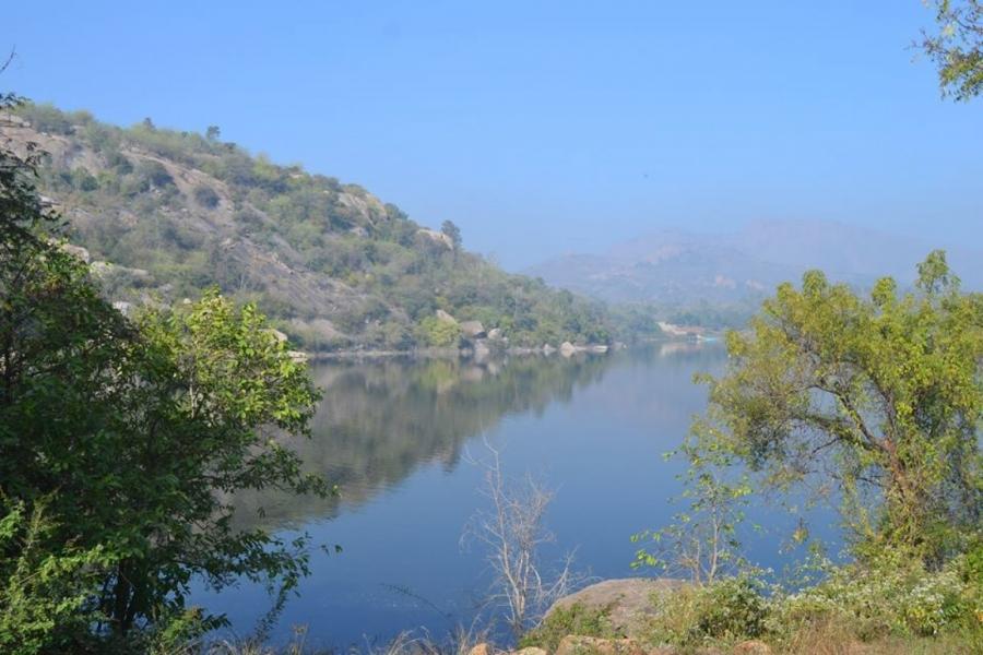 Camping and kayaking at Manchanbele