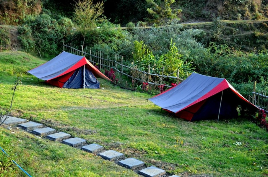 Camping in Bir Biling with alpine tent stay