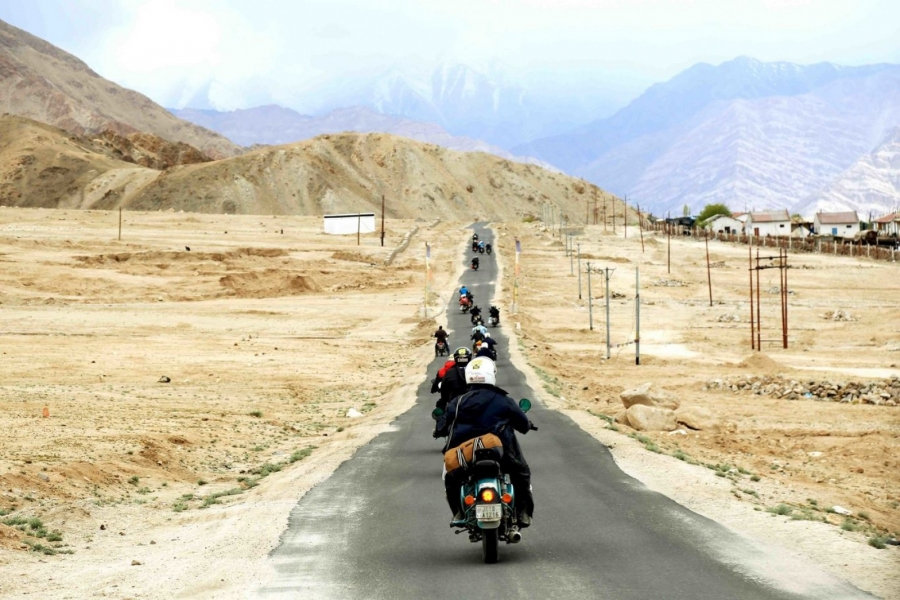 Leh-Nubra Valley-Turtuk-Manali motorbiking (9 days)