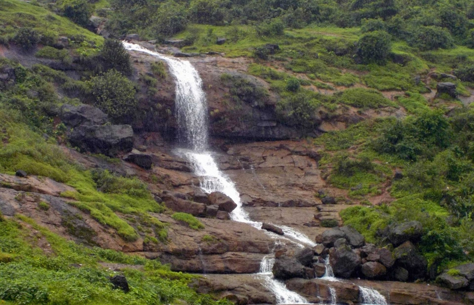 Monsoon trek to Lohagad Fort