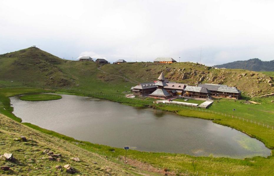Trek to Parashar Lake
