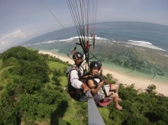 Tandem paragliding in Bali