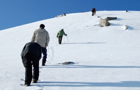 Winter trek to Kuari Pass with skiing