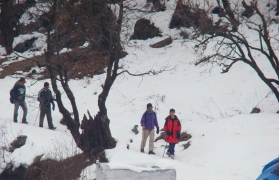 Snow trek to Dodital and Darwa Pass