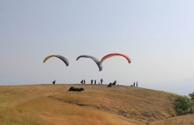 Tandem paragliding on weekdays