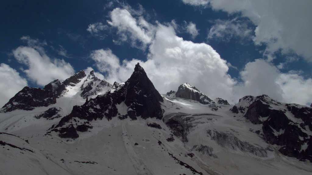 Hampta Pass Trekking Manali Himachal Pradesh Himalayas Adventure